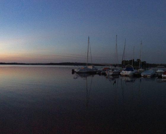 Coucher de soleil dans le port d'Orellana