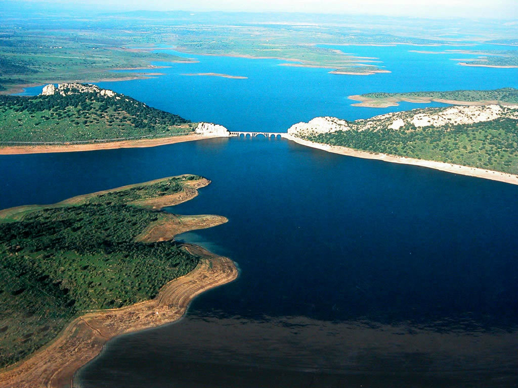 Pêche au carnassier sur le lac d'Orellana